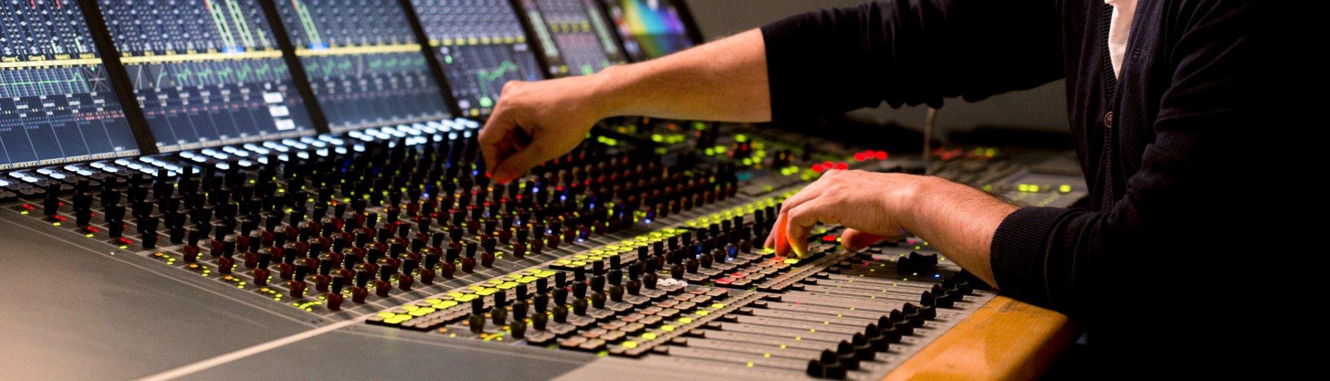 170413-hse-audio-9484-1920x700